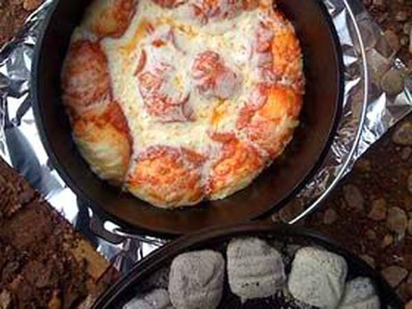 Tự tạo lò nướng pizza từ một chiếc nồi