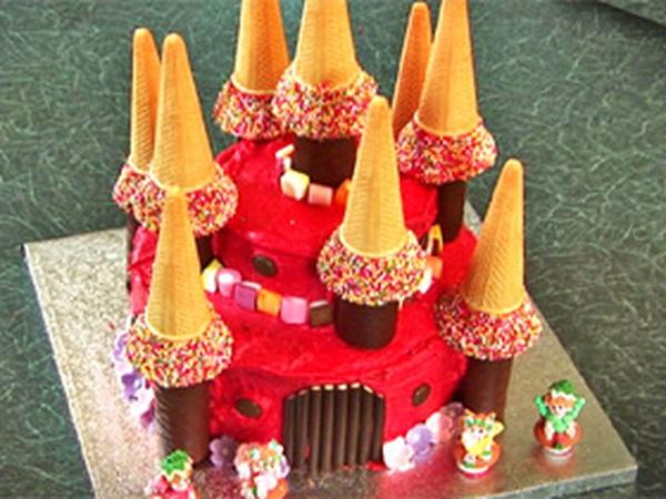 Xây lâu đài bằng bánh cho nhóc em nhà mình
