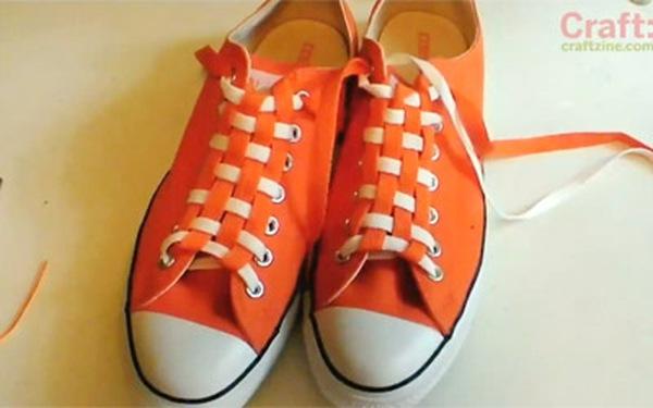 """""""Bí kíp"""" thắt dây giày theo kiểu kẻ ca rô"""