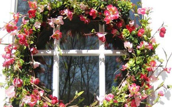 Vòng hoa đào treo cửa đón lộc ngày tết