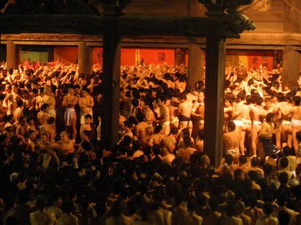 Lễ hội khỏa thân độc đáo ở Nhật Bản