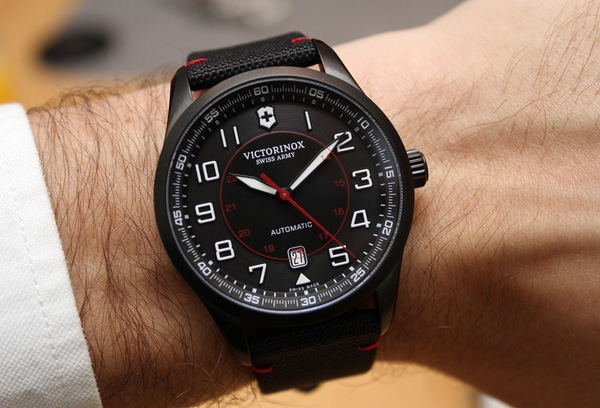 Tổng hợp 5 mẫu đồng hồ lịch làm cho quý ông 9-2714d