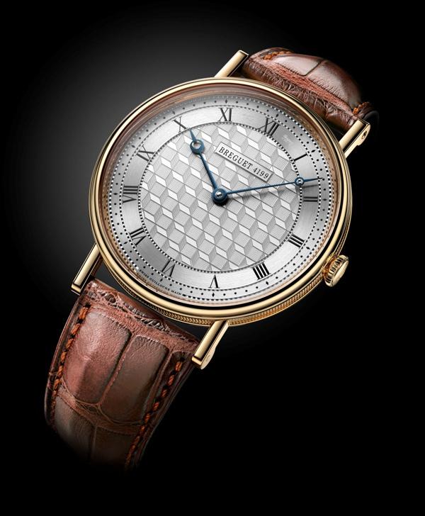 Đồng hồ dây da lịch lãm với mức giá vài trăm triệu cho người Việt 6-09638