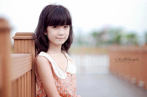 Nữ sinh Hà Nội gây sốt vì gương mặt xinh như búp bê 4