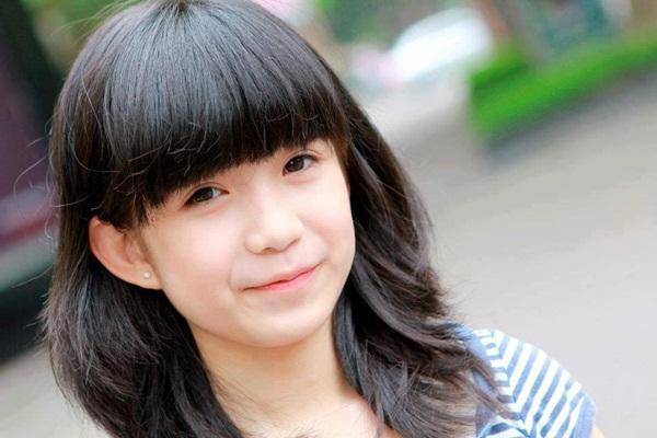 Nữ sinh Hà Nội gây sốt vì gương mặt xinh như búp bê 13