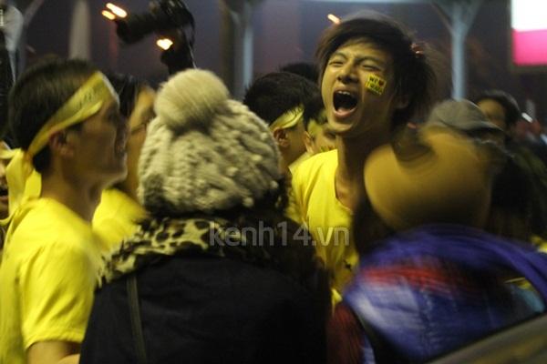 """Fan nam khóc khi đón T-Ara, có đáng bị """"ném đá""""? 3"""