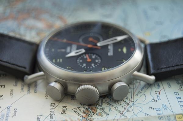 Đồng hồ đeo tay thời trang lấy cảm hứng từ phi cơ chiến đấu