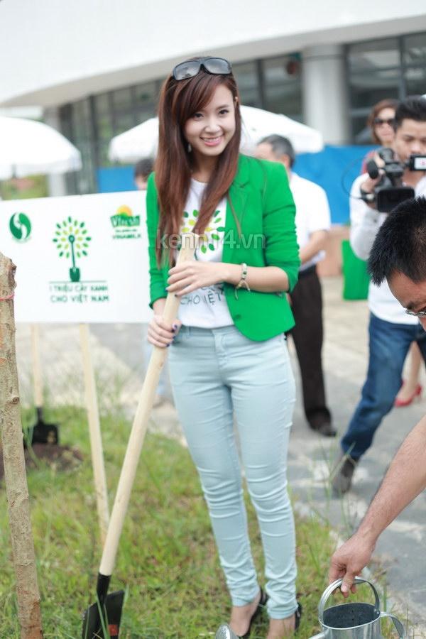 Hot girl Midu tham gia lễ hội trồng cây cùng Amser 13