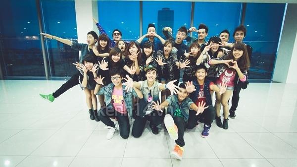 """Chi Pu bất ngờ xuất hiện trong """"Gangnam Style"""" chất lừ của St.319 8"""