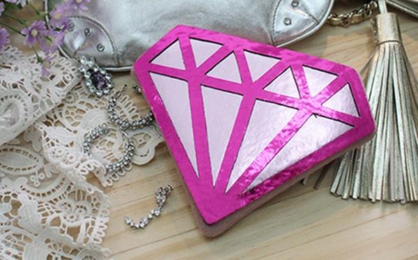 Xinh xinh chiếc ví hình viên kim cương