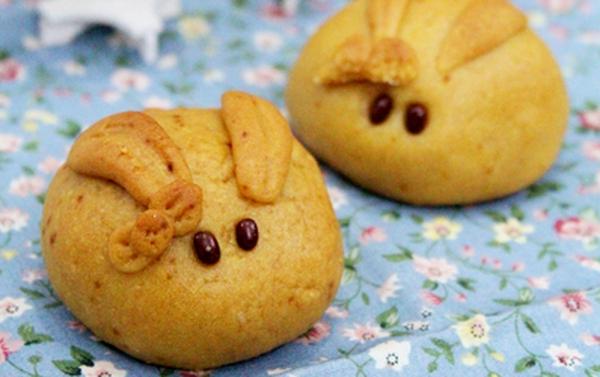 Tự tay làm bánh Trung thu thỏ con xinh xắn