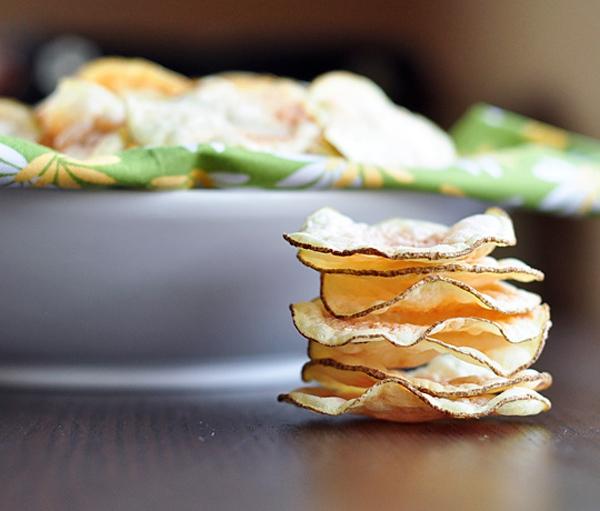 Snack khoai tây giòn tan làm bằng lò vi sóng 8