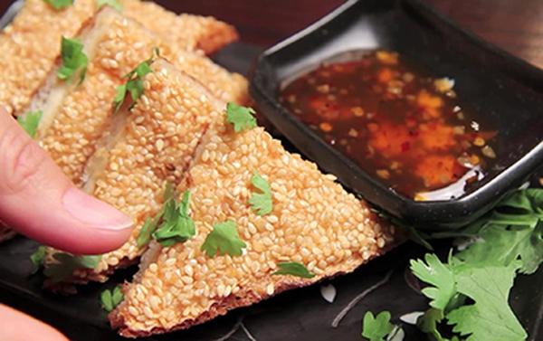 Ăn tôm rán mè giòn rụm kiểu Thái Lan