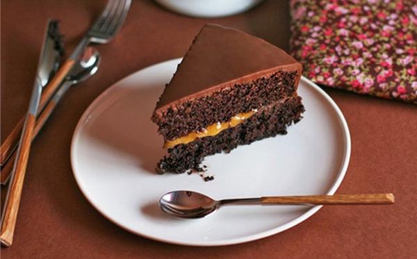 Xem cách làm bánh Sachertorte đẹp tuyệt mĩ