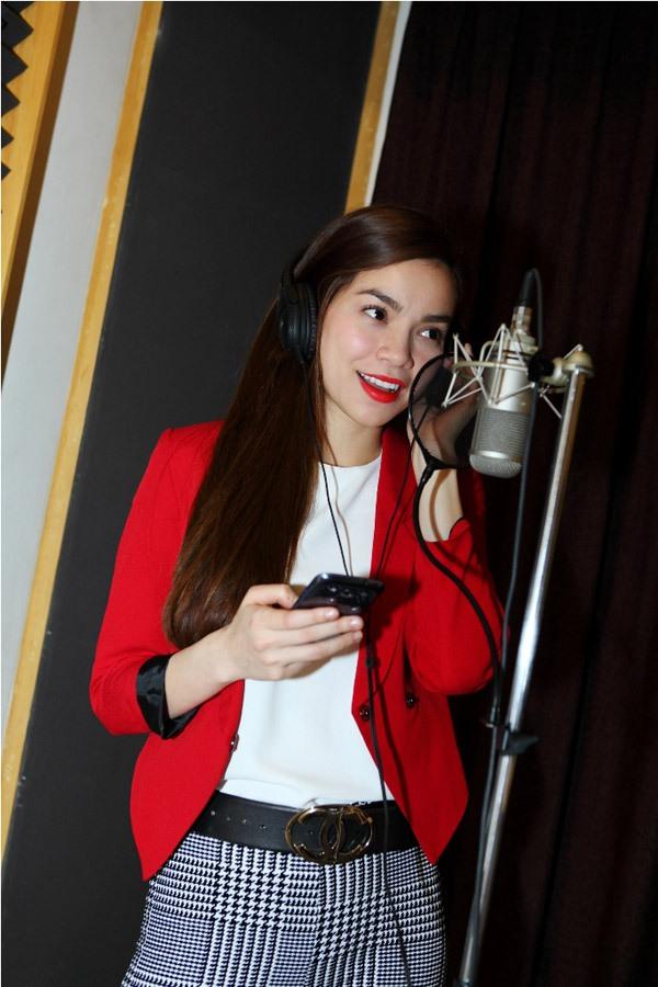 Đào Bá Lộc, Thái Trinh hát mừng Giáng sinh cùng team Hà Hồ 2