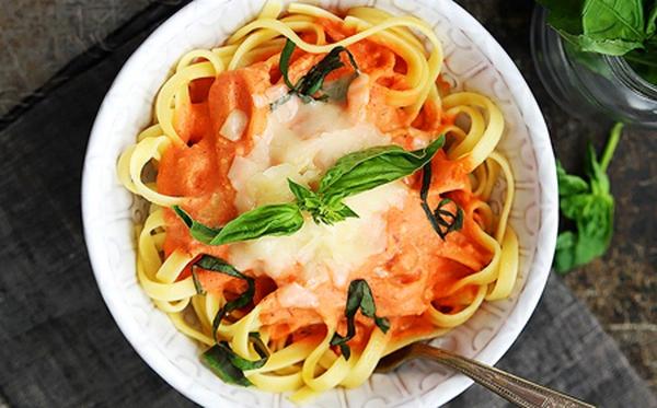 Xem công thức fettuccine và nghe câu chuyện về món pasta Ý