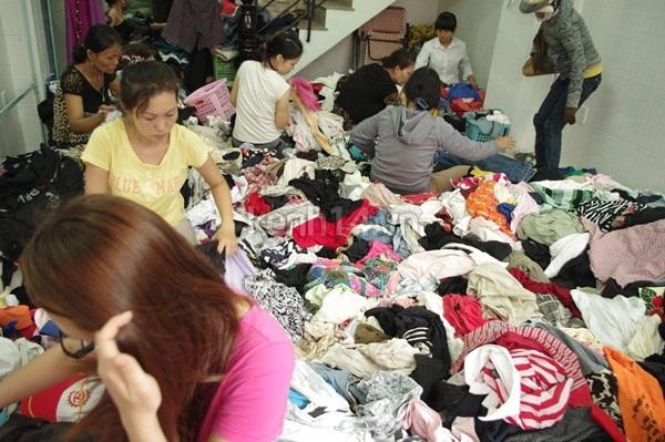 Hàng rẻ gây shock tại chợ hàng thùng Sài thành 2
