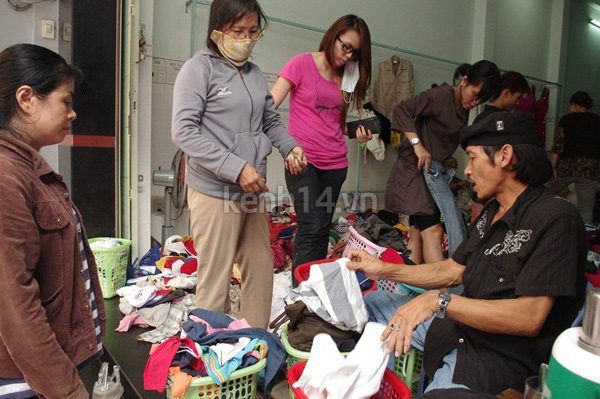 Hàng rẻ gây shock tại chợ hàng thùng Sài thành 8