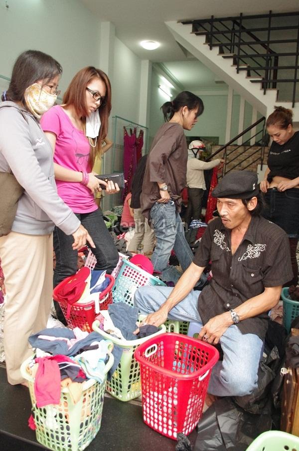 Hàng rẻ gây shock tại chợ hàng thùng Sài thành 9