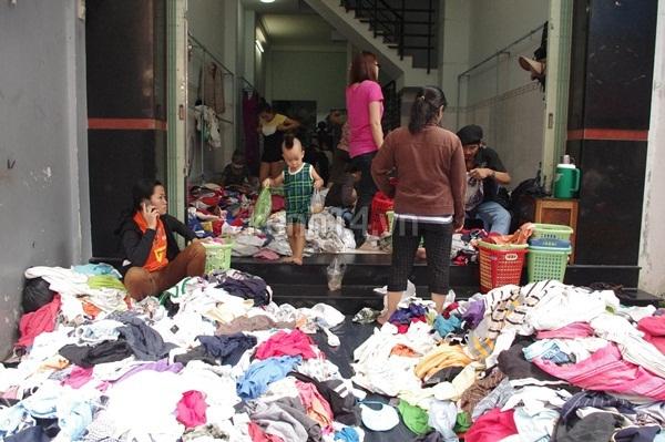 Hàng rẻ gây shock tại chợ hàng thùng Sài thành 11