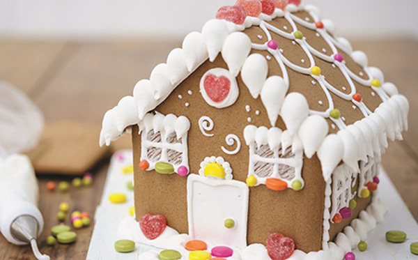 Xem cận cảnh cách làm ngôi nhà bánh gừng ngọt ngào