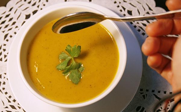 Vừa ấm bụng vừa giảm cân với súp bí đỏ ngon bổ