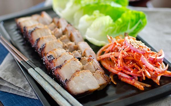 Xá xíu nướng kiểu Hàn Quốc ăn ngon dễ ghiền