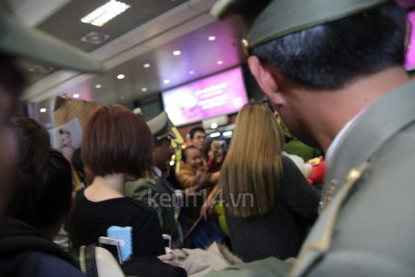 T-Ara rạng rỡ xuất hiện tại Hà Nội giữa vòng vây của fan 14