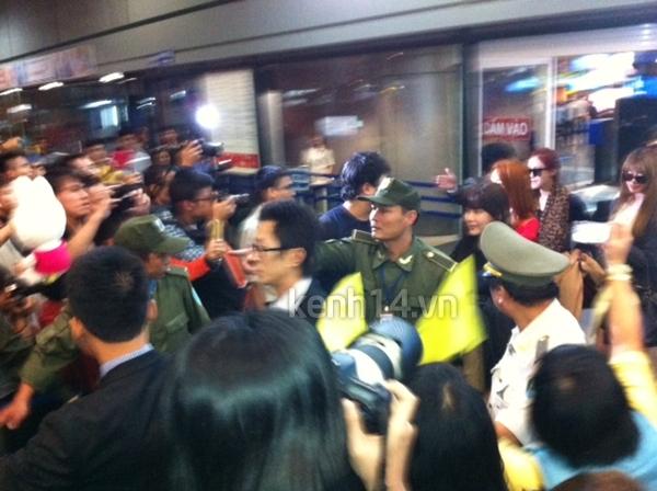 T-Ara rạng rỡ xuất hiện tại Hà Nội giữa vòng vây của fan 4