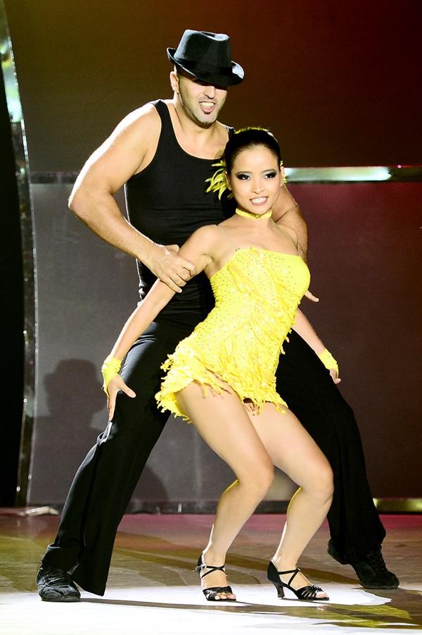 """Quỳnh Trang, Tuấn Đạt chia tay """"Bước nhảy"""" 15"""