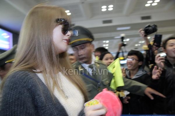 T-Ara rạng rỡ xuất hiện tại Hà Nội giữa vòng vây của fan 11