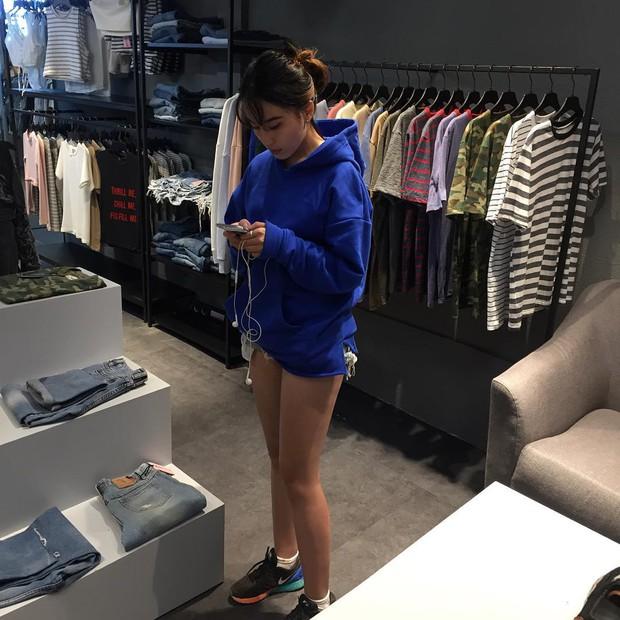 Mặc kệ các loại áo trendy khác, cứ thu sang là áo hoodie vẫn cứ hot như thường - Ảnh 7.