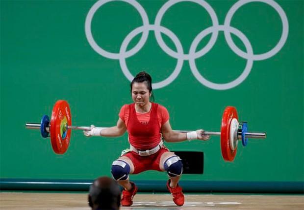 Nữ lực sĩ Việt Nam tan mộng huy chương Olympic vì quyết định khó hiểu của trọng tài - Ảnh 1.