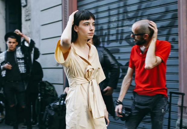 Fashionista thế giới náo loạn vì tóc nhuộm neon cùng mái siêu ngắn chẳng giống ai - Ảnh 10.