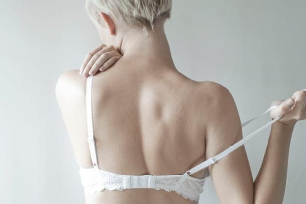 Vì sao phụ nữ không nên mặc áo ngực và lý do thật không thể tin nổi - Ảnh 2.