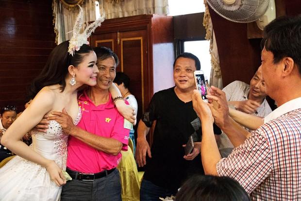 Chỉ cần chưa tới 15.000 đồng là có thể thỏa thuê sờ mó các người đẹp chuyển giới Thái Lan - Ảnh 7.