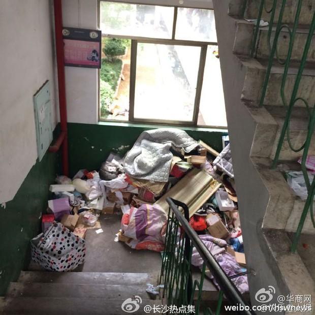 Không thể tin nổi bãi rác này chính là ký túc xá của sinh viên Trung Quốc! - Ảnh 6.