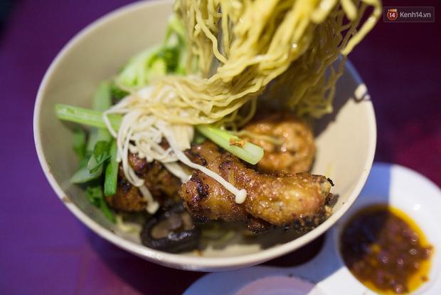 Mì bay - chứ không phải là Mì cay nhé - mới là món ăn hot nhất Sài Gòn bây giờ - Ảnh 16.