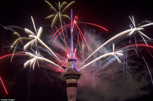 Chùm ảnh: Mãn nhãn với màn trình diễn pháo hoa rực rỡ năm mới 2017 tại Australia và New Zealand - Ảnh 4.