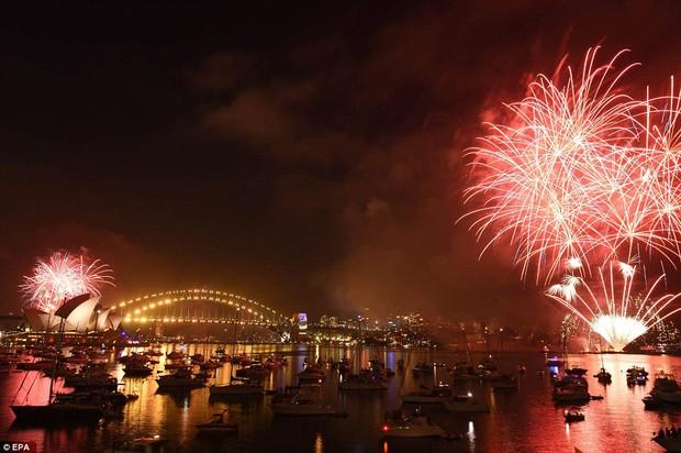 Chùm ảnh: Mãn nhãn với màn trình diễn pháo hoa rực rỡ năm mới 2017 tại Australia và New Zealand - Ảnh 7.