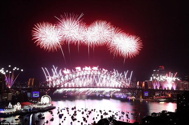 Chùm ảnh: Mãn nhãn với màn trình diễn pháo hoa rực rỡ năm mới 2017 tại Australia và New Zealand - Ảnh 9.
