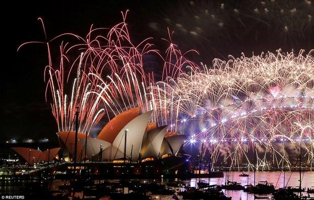 Chùm ảnh: Mãn nhãn với màn trình diễn pháo hoa rực rỡ năm mới 2017 tại Australia và New Zealand - Ảnh 17.