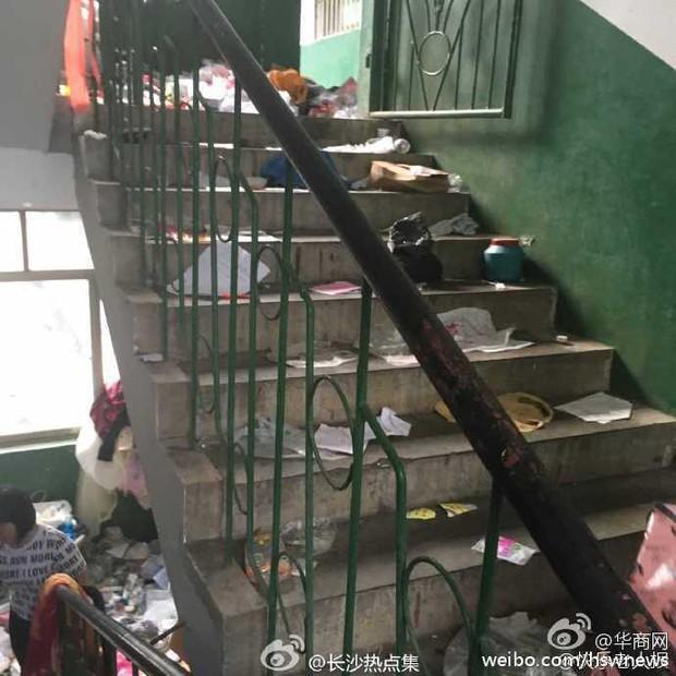 Không thể tin nổi bãi rác này chính là ký túc xá của sinh viên Trung Quốc! - Ảnh 5.