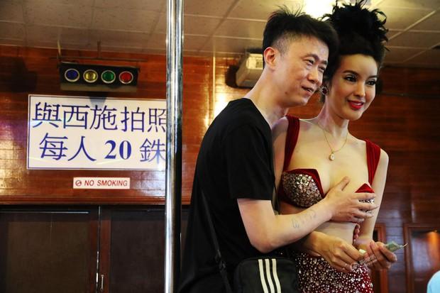 Chỉ cần chưa tới 15.000 đồng là có thể thỏa thuê sờ mó các người đẹp chuyển giới Thái Lan - Ảnh 6.