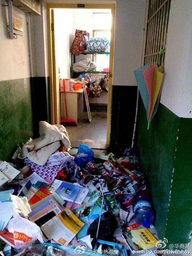Không thể tin nổi bãi rác này chính là ký túc xá của sinh viên Trung Quốc! - Ảnh 2.