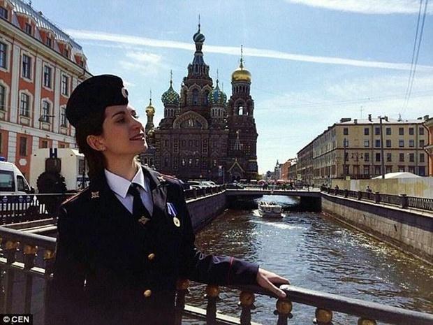 Chùm ảnh: Những nữ cảnh sát xinh đẹp nhất nước Nga - Ảnh 8.