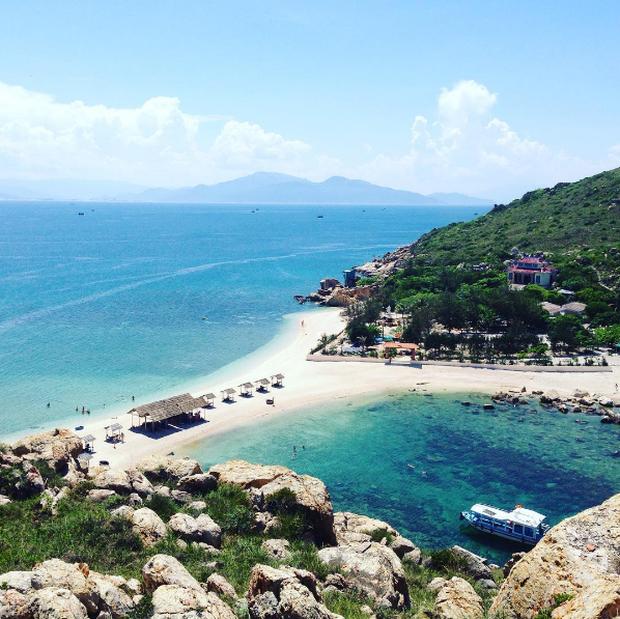 Bãi tắm đôi vô cùng độc đáo ở Nha Trang: Thiên đường trên mặt đất là có thật! - Ảnh 2.