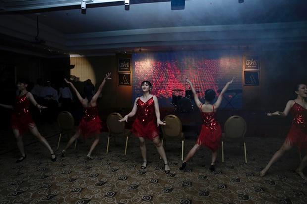 Teen THPT Lê Quý Đôn (TP.HCM) quẩy cực sung trong prom độc lập đầu tiên của trường - Ảnh 9.