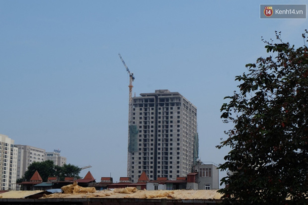 Hà Nội: Tạm đình chỉ tòa nhà bị sập giàn giáo khiến 7 người thương vong - Ảnh 1.