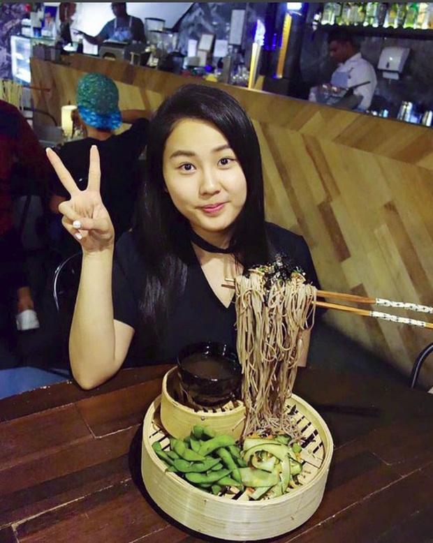 Mì bay - chứ không phải là Mì cay nhé - mới là món ăn hot nhất Sài Gòn bây giờ - Ảnh 2.